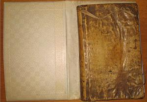 Libro con piel humana